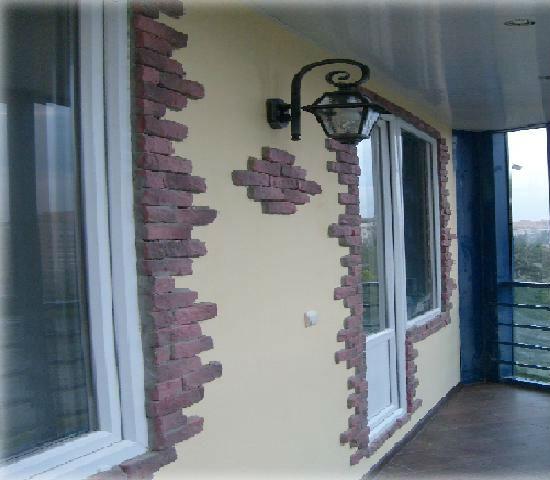 Декоративный камень и штукатурка на балконе